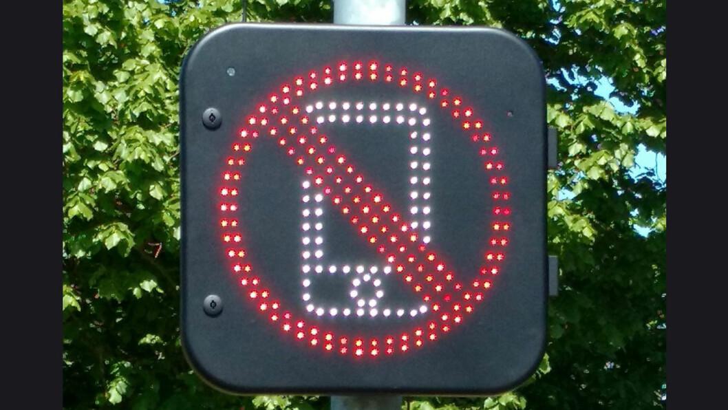 ADVARSEL: I Norfolk i England får du denne påminnelsen hvis du fikler med mobilen i bilen. Antenner fanger opp bruken.