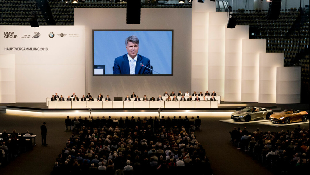 BAYERNS STOLTHET: Slik ser det ut når BMW-sjef Harald Krüger taler til de frammøtte på generalforsamlingen i Bayerische Motoren Werke, her fra møtet 17. mai 2018.