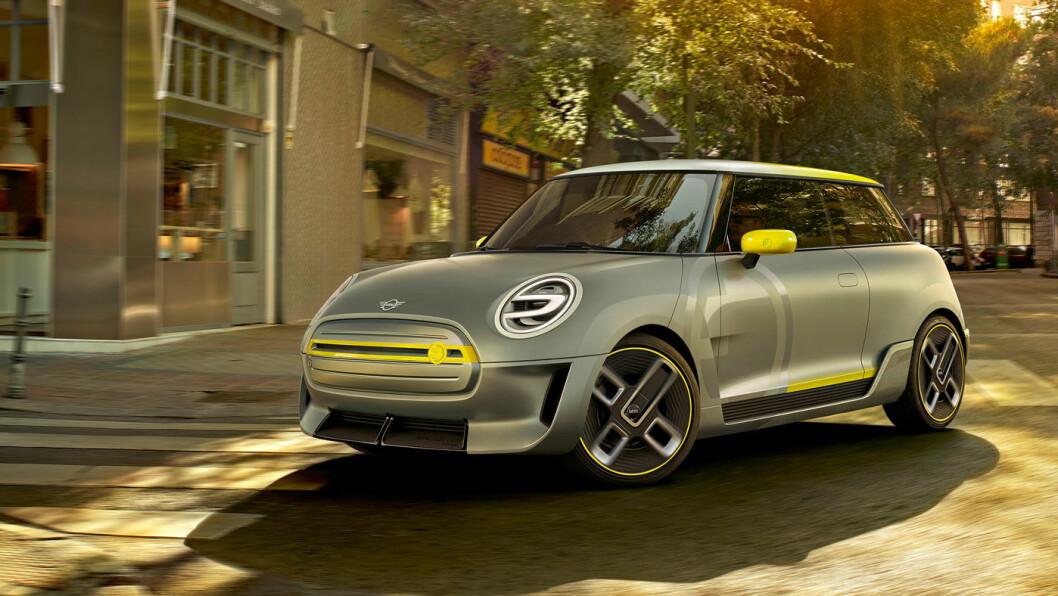 FARGERIK: Mini er tilbake på ren elektrisitet, forhåpentligvis i langt flere utgaver enn for drøye 10 år siden. De gule fargedetaljene kjennetegner elmodellen. Foto: Mini
