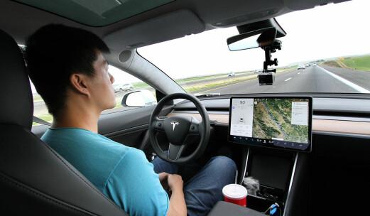 Har du lurt på hvorfor Tesla gir deg gratis internett i bilen?
