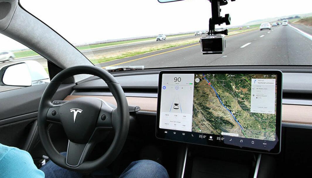 SØVNDYSSENDE: I moderne biler kan avanserte førerstøttesystemer gjøre mye av jobben for sjåføren på transportetappene.