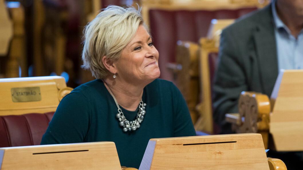 FERDIG SNAKKA: Frp-leder Siv Jensen sier partiet er ferdigforhandlet og stiller seg bak skissen til bompengeløsning. Men Venstre vil forhandle videre. Foto: Stortinget