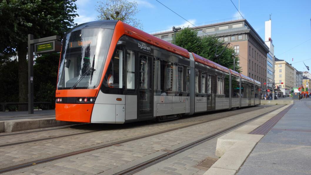 POPULÆR: Bybanen vinner reisende i Bergen etter utvidelsen. Nå står banen for hver femte kollektivreise i Bergensområdet. Foto: Pascal Volk