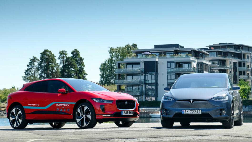 EL-SUV'ER: En prislapp på de mest populære modellvariantene på drøyt 800.000 kroner har ikke forhindret Tesla Model X og Jaguar I-PACE fra å vekke mange nordmenns interesse. Foto: Jon Terje Hellgren Hansen