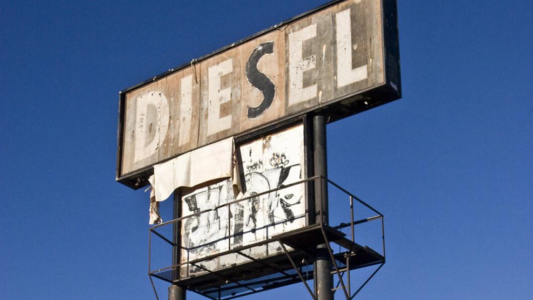 DIESEL-DROPP: Bare 30 prosent av de nye personbilene som ble solgt i mars hadde dieselmotor. Foto: Rune Korsvoll