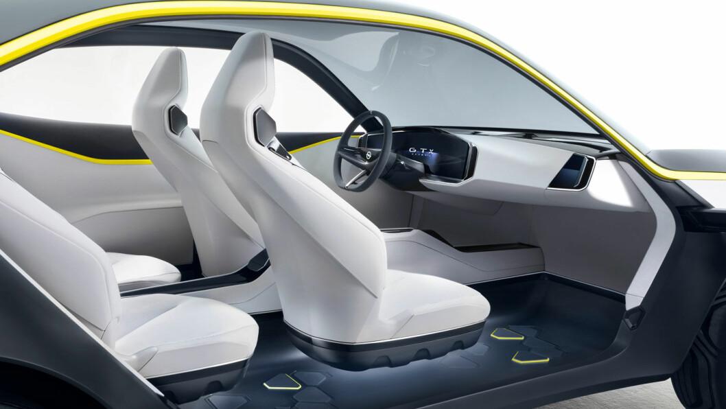 UTEN DINGSER: Det er ikke mye unødvendige elementer i Opel GT X Experimental.
