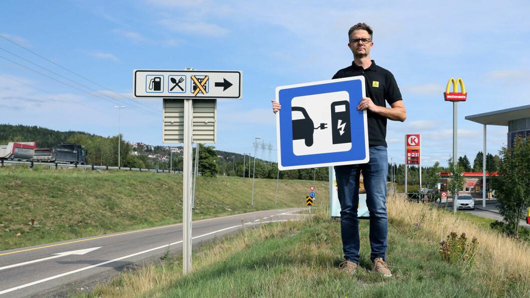 LADING VIKTIGSTE FAKTOR: Nils Sødal i NAF mener at vesentlig bedre tilgang på ladepunkter er helt avgjørende for å nå nullutslippsmålet i 2025. Foto: NAF