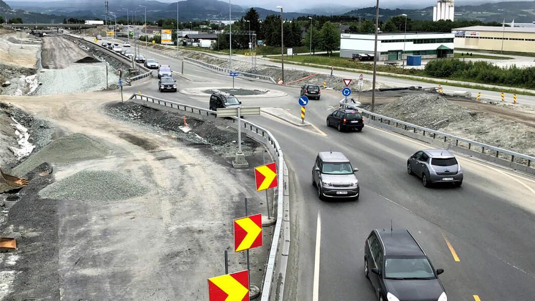 NY VEI: På E6 sør for Trondheim bygges ny firefeltsvei sammenhengende til Melhus som en del av bypakken for Trondheim. Men elbilistene slipper å betale for å passere bommene. Foto: Geir Røed