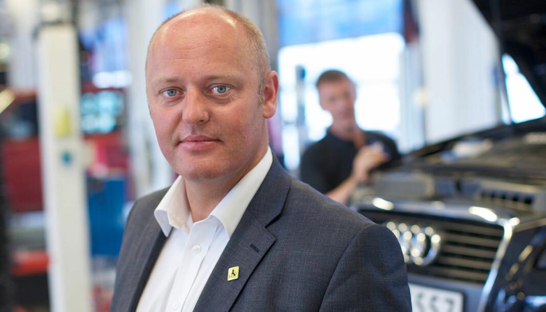 NAF-KRITIKK: – Et prosentpoeng ned på bompenger er et lite skritt i riktig retning, men fortsatt vil bilistene betale dyrt, sier NAF-sjef Stig Skjøstad.