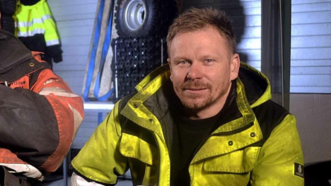 ADVARER SLITNE TURISTER: I løpet av 48 timer reddet bilberger Thord Paulsen, kjent fra Vinterveiens helger, tre biler opp av grøfta. Foto:ITV/National Geographic