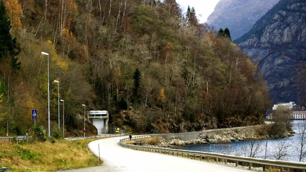SMALE VEIER: Veiene i området ved Odda og Tyssedal er smale og svingete. Foto:ITV/National Geographic