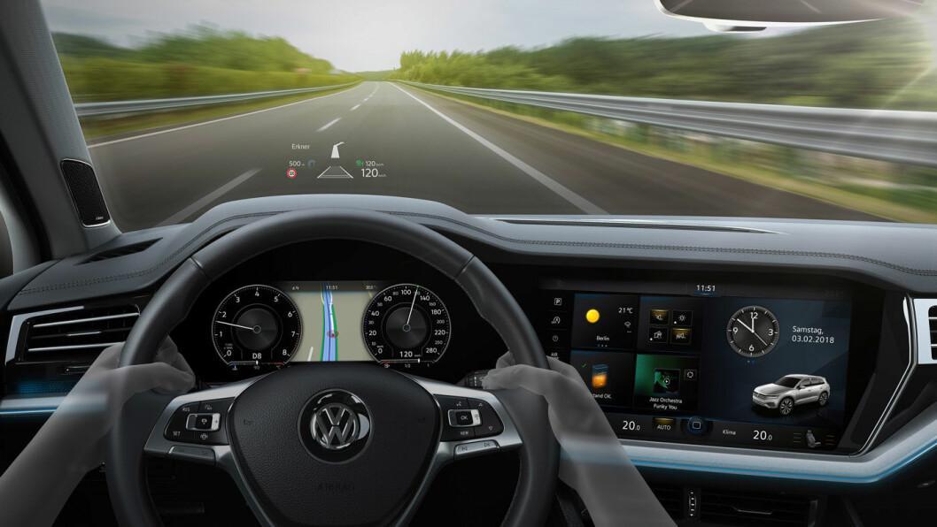 VW-UTSIKT: Førermiljøet i 2018-modellen av VW Touareg.