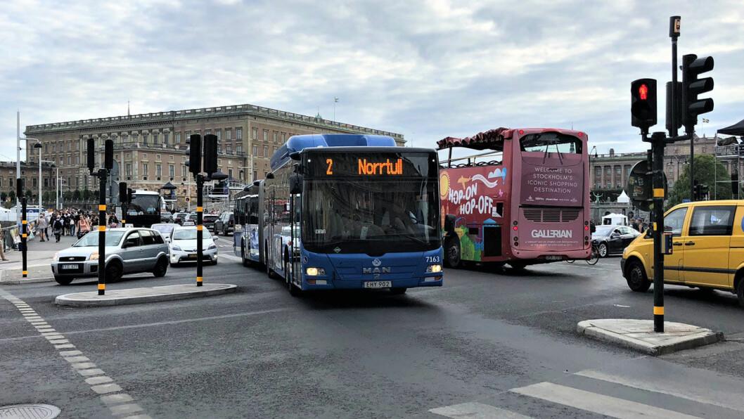 KORK: I Stockholm sentrum, her med det kongelige slottet i bakgrunnen, er trafikk-korkene i ferd med å komme tilbake etter flere år med mindre trafikk. Foto: Geir Røed