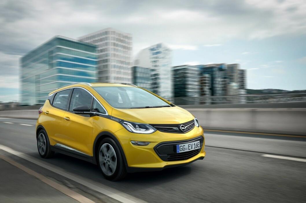 PRISSJOKK: Mandag ble det kjent at prisen på Opel Ampera-e øker med ytterligere 45 000 kroner. – Det store spørsmålet er nå hvor mange kunder som kansellerer kontrakten, medgir Opel Norges informasjonssjef Stein Pettersen overfor Motor. Foto: Opel