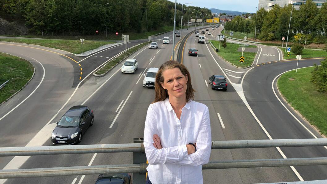 FLERE HURTIGLADERE: NAF varsler lange køer og frustrerte elbileiere om ikke veinettet utbygges med nye hurtigladepunkter. –Det bør komme 1400 allerede i år for å holde tritt med elbilsalget, sier kommunikasjonssjef Camilla Ryste.