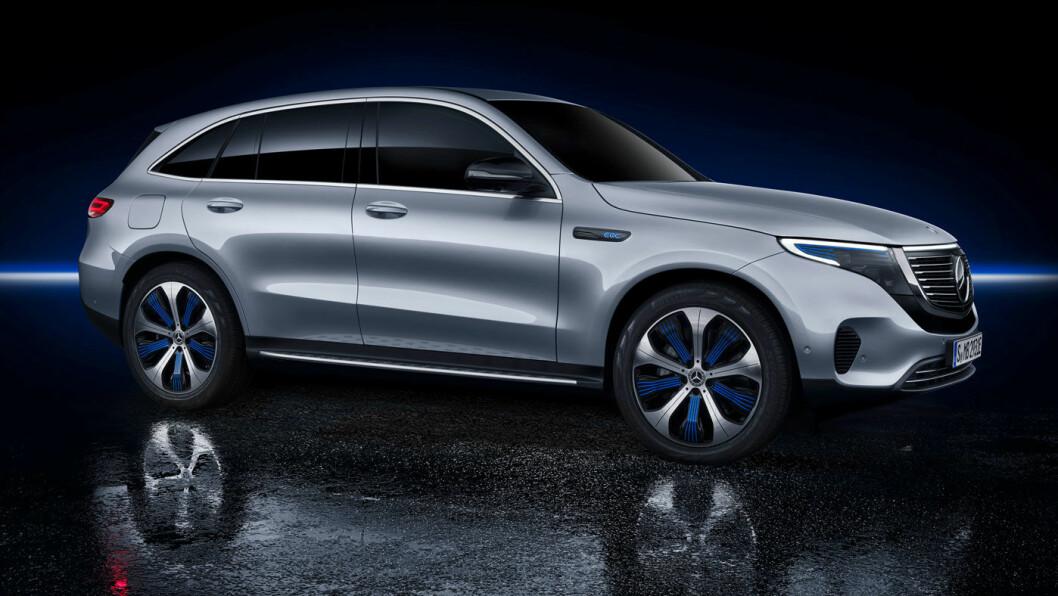 ENDELIG: Slik ser Mercedes EQC ut, slank og ren, uten vinkler og skarpe linjer. Framtidens utseende, i følge Mercedes.