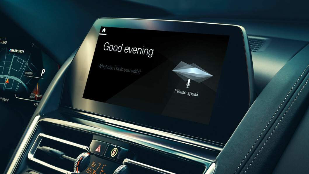 INTELLIGENT: Fra mars vil mange av BMWs modeller få taleassistenten om bord, som vil gjøre mye av bilkjøringen sikrere og mer komfortabel – og kanskje litt morsommere.
