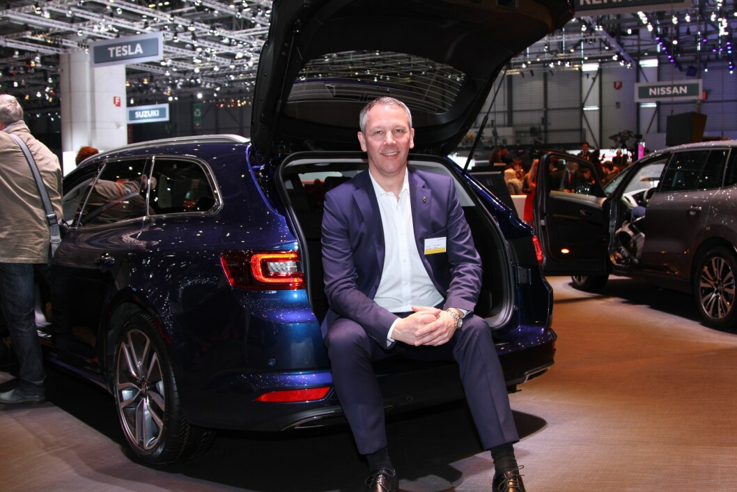 NYE MODELER: – Vi får god dra-hjelp fra nye, spennende modeller, men har også gjort mye med forhandlerne. Derfor øker Renault-salget i Norge kraftig, sier Anders Gadsbøll. Foto: Rune Korsvoll