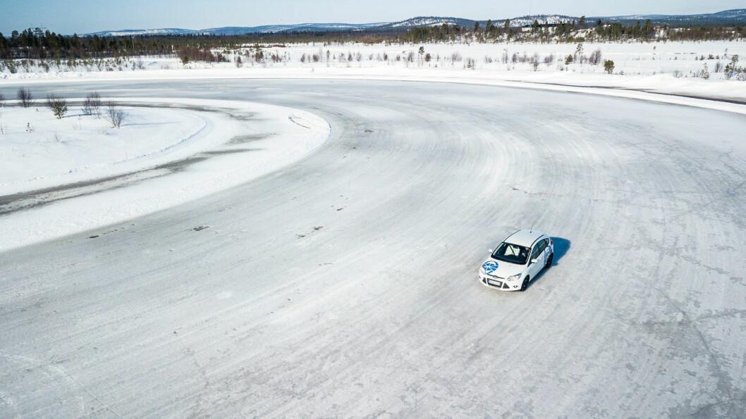 DEN STORE OVERSIKTEN: Tabellene nedenfor forteller hvordan rangeringen er blant de ulike dekkene på henholdsvis is, snø og asfalt. Foto: Lauri Ahitainen