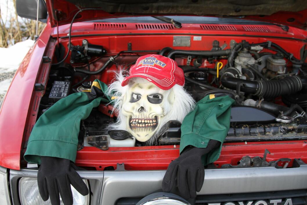 FINN MONSTERET: Med litt kunnskap og nøye gjennomgang av bilen, kan du selv finne bruktbil-monsteret før det begynner å spise av lommeboken lommeboken din. Foto: Rune Korsvoll