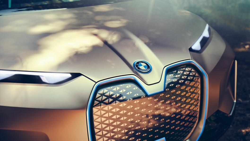 LYST OG TRIVELIG: Innvendig er det fine linjer og utsøkt design – men også en del løsninger vi selvsagt ikke får se i en elbil allerede i 2021.