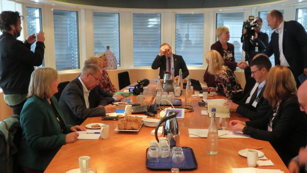 HVEM VET? Ingen har oversikt over hvilke økonomiske konkvenser et nei til rushtidsavgift vil ha for bypakke Nord-Jæren, som nylig møtte samferdselsminister Jon Georg Dale (i midten) for en første avklaring.