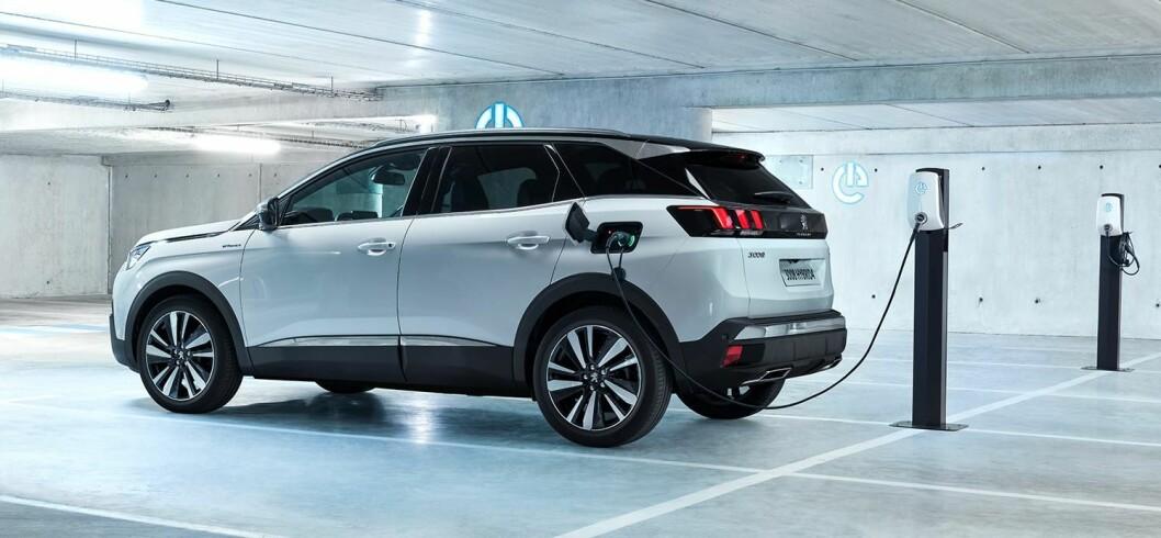 HYBRIDER: Disse folkelige Peugeot-modellene med 3008 i spissen kommer nå som ladbare hybrider, i tillegg til de øvrige modellene.