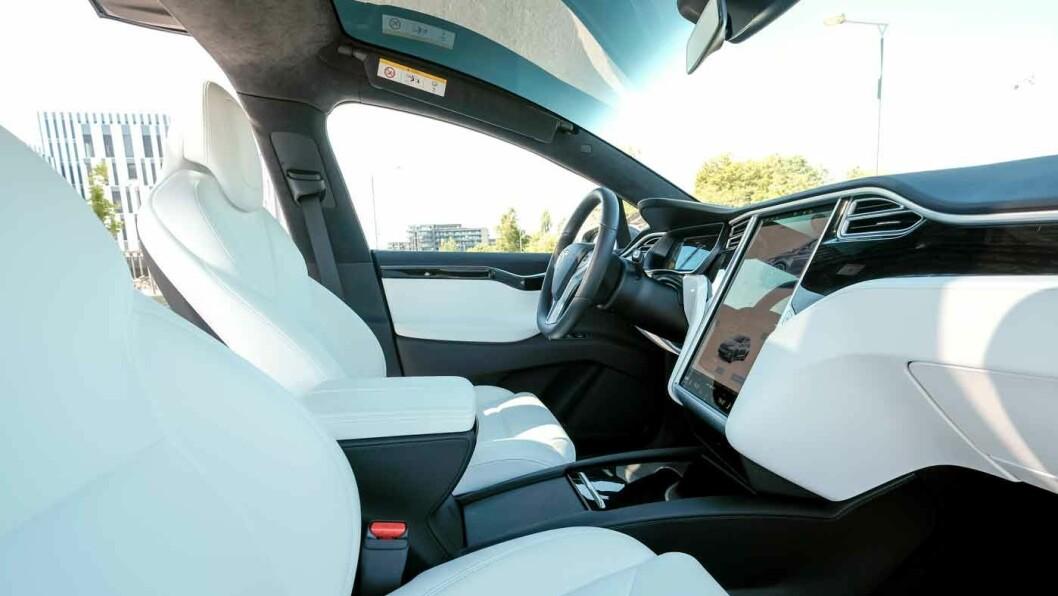 STOR: Tesla Model X er en stor bil, men den har også et hav av plass – i tillegg til en overflod av krefter.