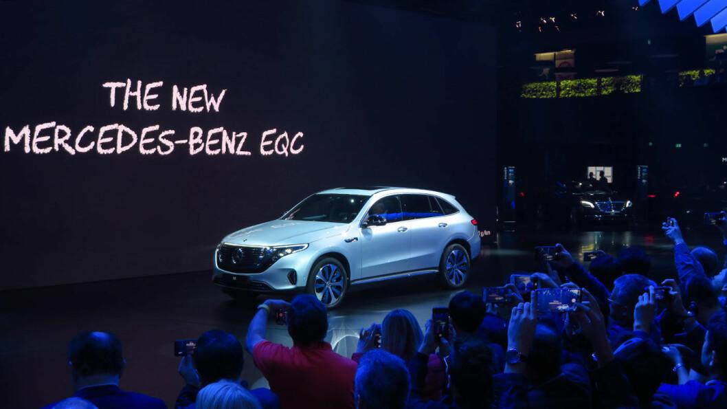 FOR FOLKET: Mercedes åpnet sin paviljong på Paris-utstillingen tirsdag med den helelektriske EQC.