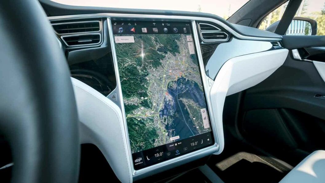 TESLA MODEL X: Et rullende teknologisenter.