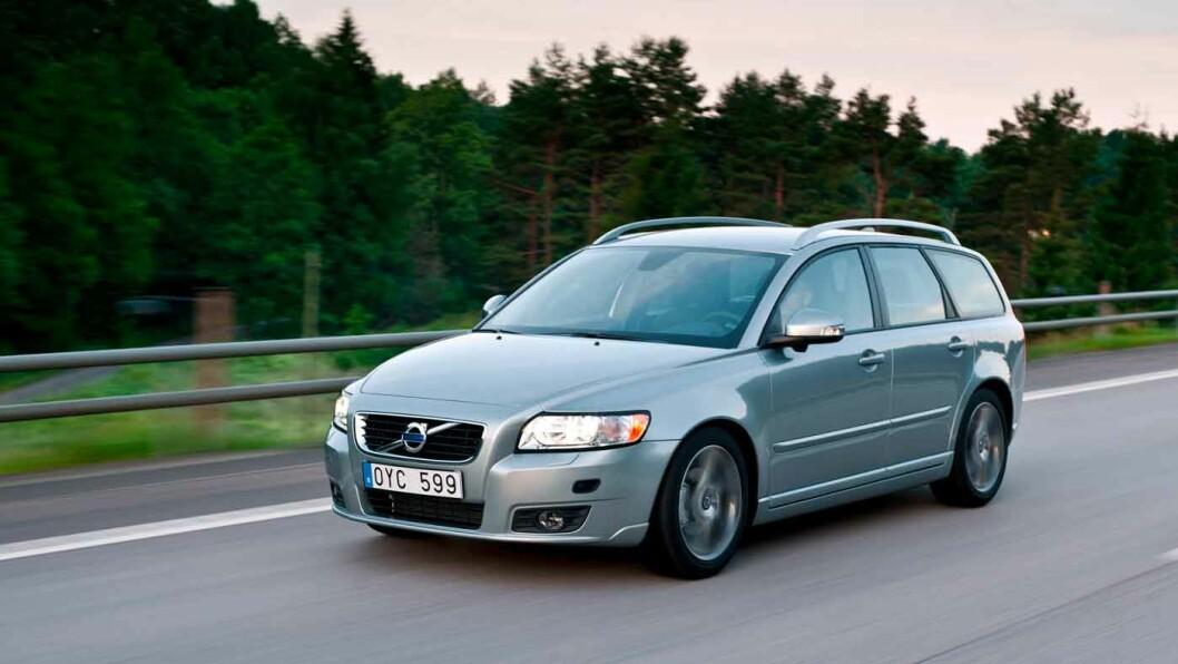 KOMPAKT OG KJØREGLAD: Volvo V50 er direkte og kvikk ved aktiv kjøring.