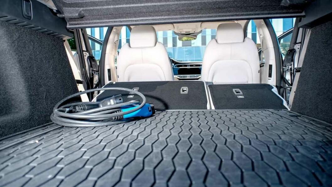 TRANGT OM PLASSEN: Jaguar oppgir 638 liters bagasjevolum, men vi forstår ikke helt hvilke målemetoder som er brukt.