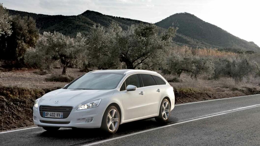 STABIL OG STØYSVAK: Peugeot 508 lever langt på vei opp til gamle forventninger om franske bilers komfort.