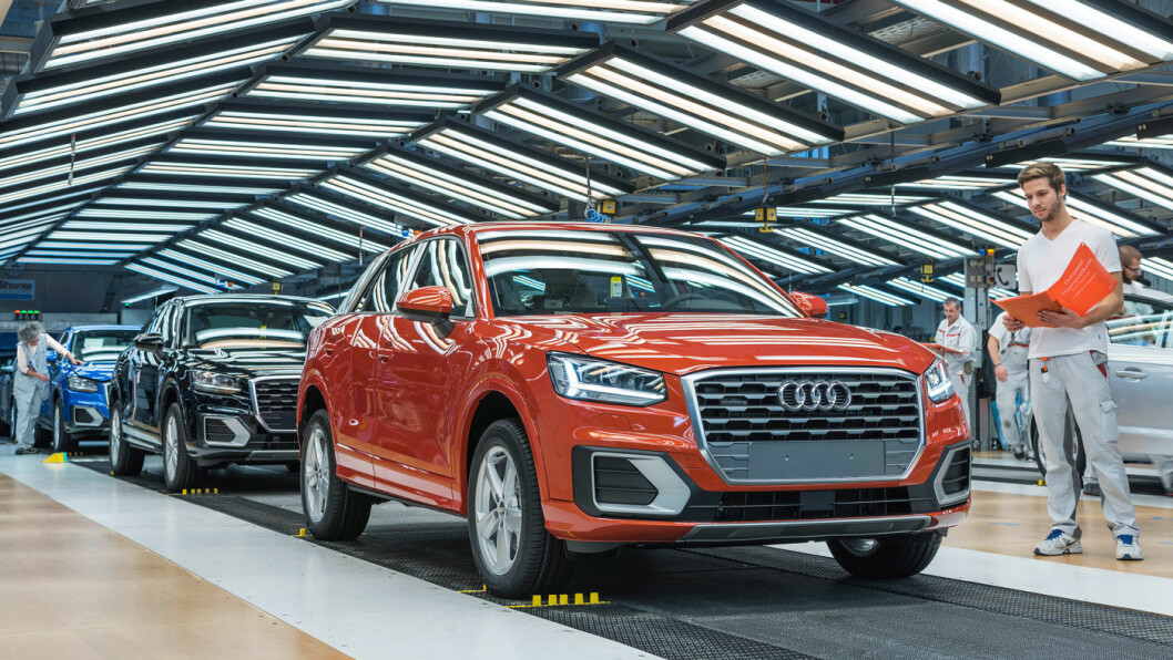 SPORTY: Den råeste utgaven av Audi Q2 ble presentert på bilutstillingen i Paris, med firehjulstrekk og 300 hester. Her er den enklere utgaven på vei gjennom de siste sjekkpunktene på fabrikken.