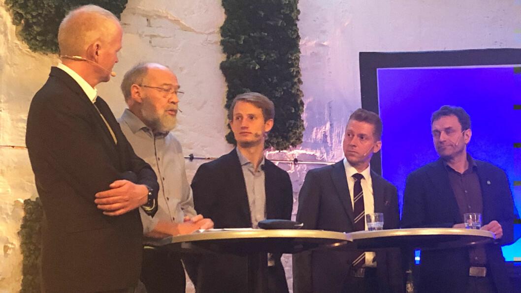 GANSKE ENIGE: Politikerdebatt på OFVs frokostmøte avslørte ingen uenighet i behovet for å finne en ny bilavgiftsordning. Her fra venstre Lars Haltbrekken (SV), Svein Roald Hansen (Ap), Aleksander Tennebø (H), Jørgen Næsje (Frp) og Arild Hermstad (MDG).