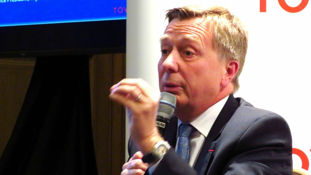 ET SPØRSMÅL OM PENGER: Toyota-sjefen Didier Leroy har ett stort problem med elbiler: Han vet ikke hvor han skal få solgt dem. –Det er ikke noe land i verden som kan matche de godene man gir elbilene i Norge. Det er helt utelukket, sier Leroy.