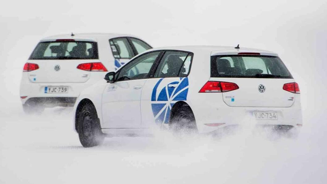 SKILLER LITE: Continental trenger 10 cm kortere vei enn konkurrentene for å bremse til null fra 80 km/t på snø. Foto: Lasse Allard