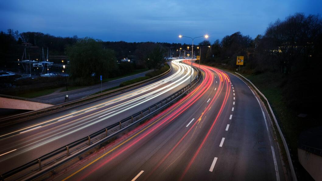 HØYERE FART: Regn med høyere fart når bompasseringene blir dyrere – hvis du fortsatt tar deg råd til å kjøre.
