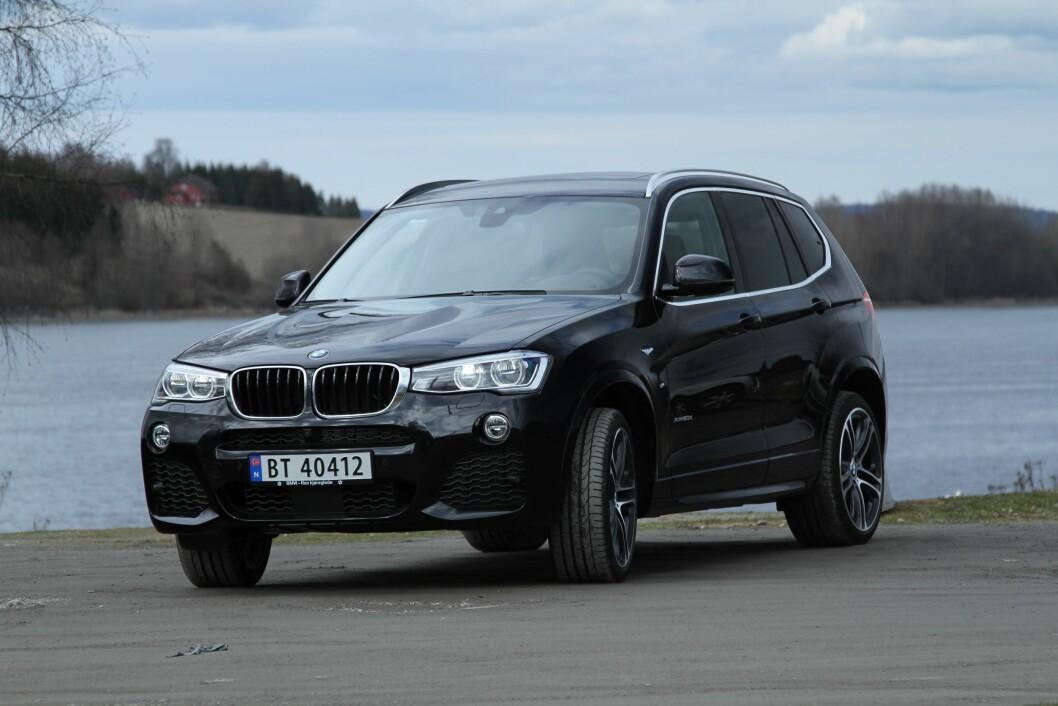 TØFF KONKURRENT: Til tross for noen år på baken, henger BMW X3 imponerende godt med i kampen mot tøffe konkurrenter fra Audi og Mercedes. Foto: Rune Korsvoll