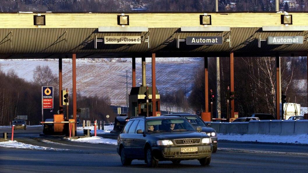 KJENT LANDEMERKE: I 2001 ble bomstasjonen på E18 i Lier lagt ned, etter 26 års drift. Foto: Aftenposten