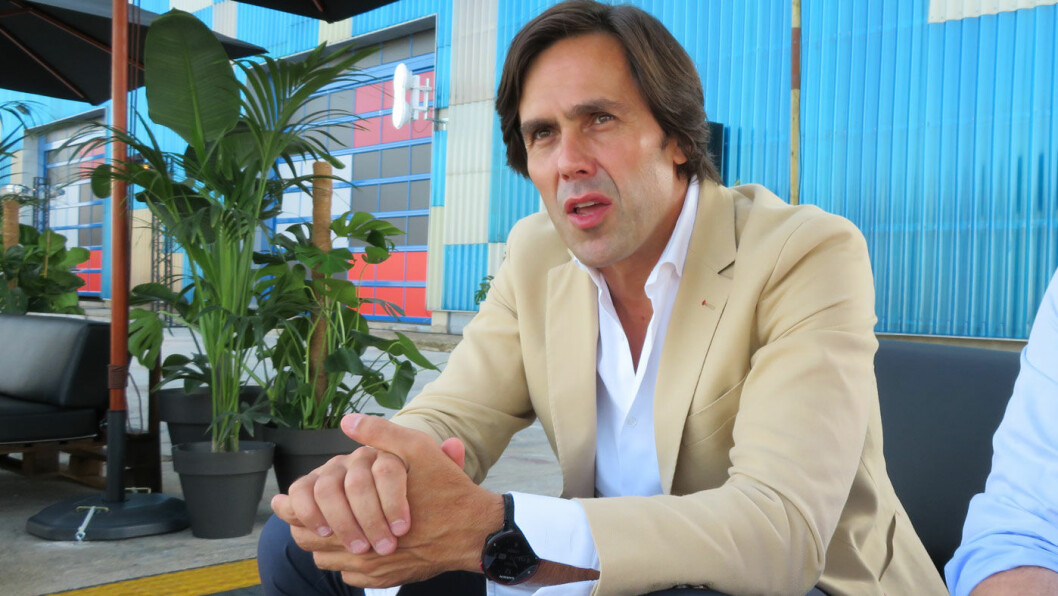 ELBILENS FREMTID: – Vi kommer til å se mye av det samme i andre land som i Norge, enten folk vil eller ikke. Men folk flest tenker ikke så mye på dette ennå, elbilene har akkurat kommet, sier Artur Martins, marketingsdirektør i Kia Motor Europa.