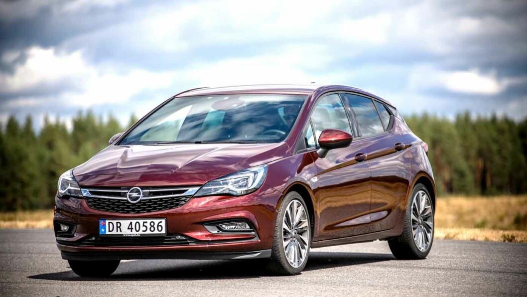 ULV I FÅREKLÆR: Opel  Astra hadde  sin  storhetstid  for  et  drøyt  tiår  siden,  men  bilen  er  bedre  enn  noen  gang. Den overrasker med  sine  200  hester i et anonymt eksteriør. Foto: Tomm W. Christiansen