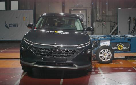 Første hydrogenbil i krasjtest