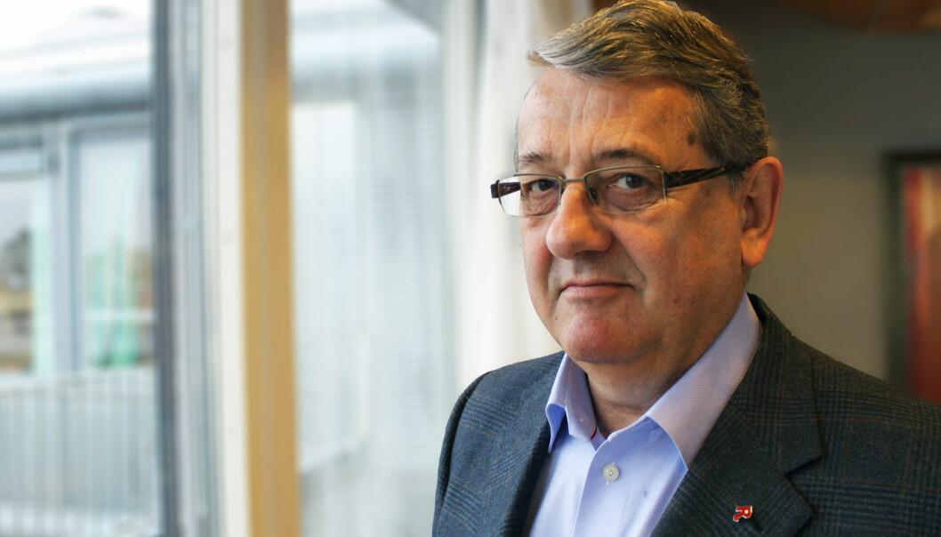 KRITIKK: Riksrevisor Per Kristian Foss mener Statens vegvesen må gjøre arbeid med kontroll og inspeksjoner.