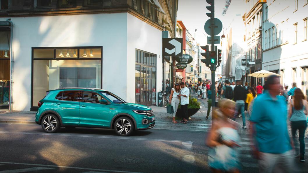 LITEN SUV: Volkswagens nykommer i SUV-segmentet, T-Cross, trives best i urbant miljø. Den er på størrelse med en Polo.