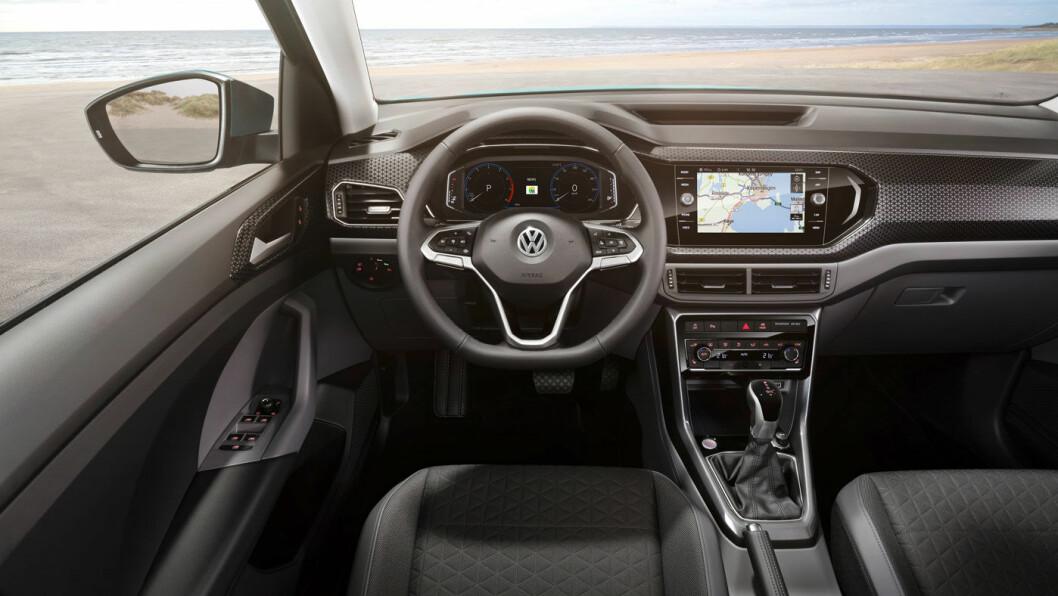 ELEGANT: VW er flinke til å bygge inn storbilfølelse i bilene sine. Fra sjåførplass får du følelsen av å kjøre en større bil.