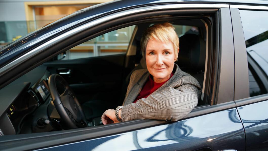 ETTERLENGTET: Med e-Niro kan Kia Norge-sjef Irene Solstad tilby en fullspekket elektrisk SUV til under 400.000 kroner. Men du må ha tid til å vente på levering. Minst to år…