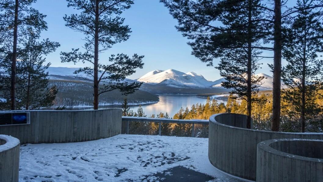 POPULÆRT: Sohlbergplassen langs Nasjonal turistveg Rondane trekker mange turister. Foto: Werner Harstad/Statens vegvesen