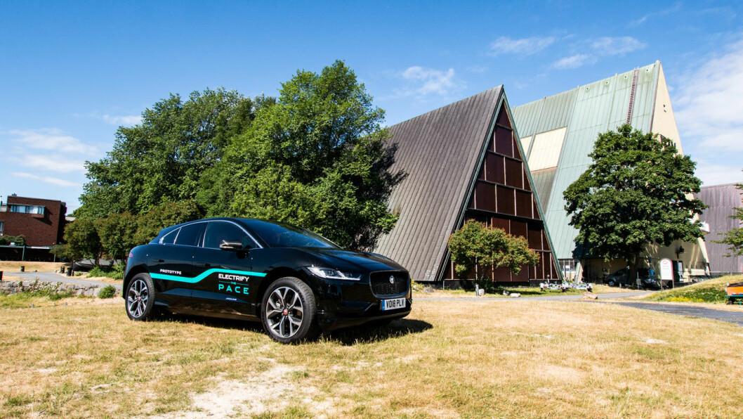 BESTSELGER: Hvem skulle trodd at Jaguar plutselig skulle levere en av Norges fem mest solgte biler? Nå er det blitt en realitet, ettersom vi går mann av huse for råflotte Jaguar I-PACE.