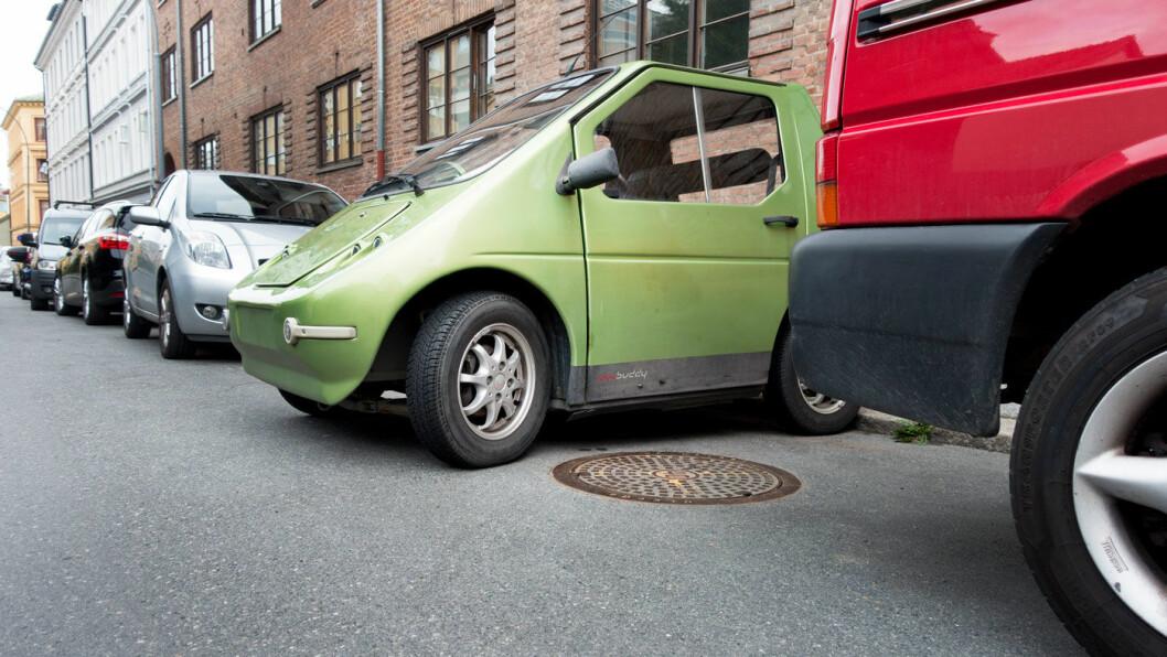 KAMP OM LADEPLASSENE: I Oslo, hvor elbiltettheten er stor, er det vanskelig å finne lademuligheter hvis du ikke har mulighet til å lade hjemme hos deg selv. Foto: Scanpix